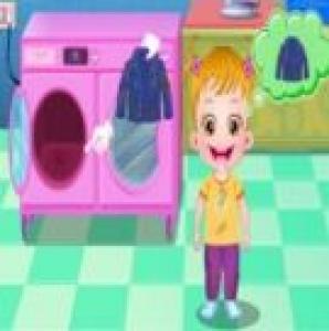 لعبة تنظيف الطفل لملابسه